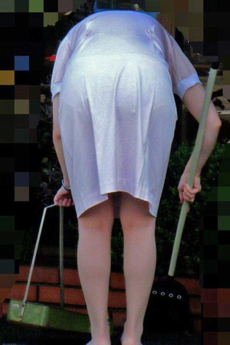 熟女の巨尻ナースの白衣と透け下着盗撮エロ画像9枚目