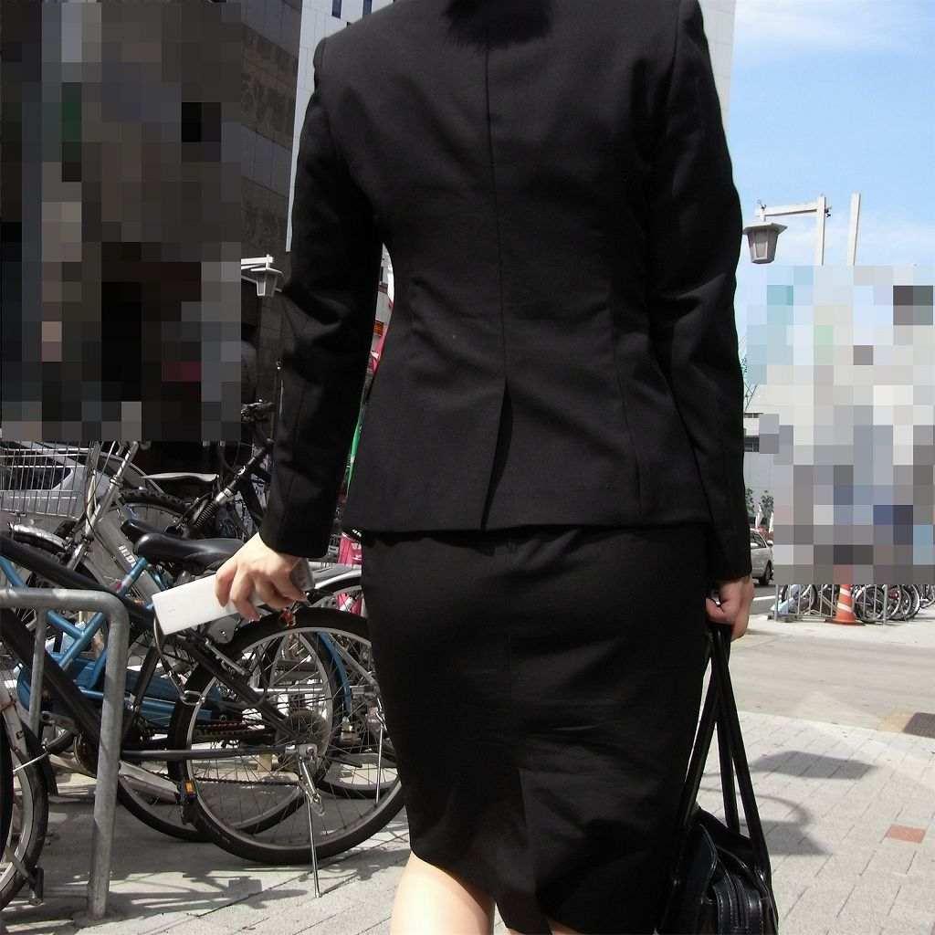 就活OLが横断歩道を渡るストーカー盗撮エロ画像10枚目