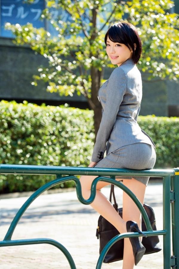 美脚OLのタイトスカートと露出パンストエロ画像13枚目