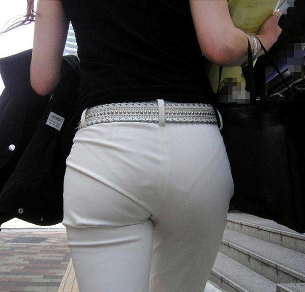 美尻OLのパンツスーツパンティライン盗撮エロ画像5枚目