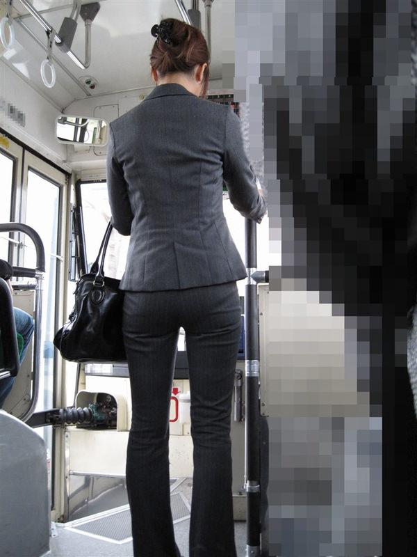 美尻OLのパンツスーツパンティライン盗撮エロ画像8枚目
