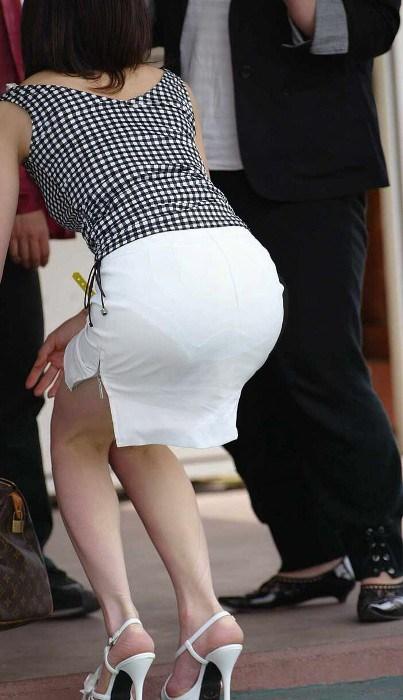誘惑OLのスリットがエグいタイトスカートエロ画像9枚目