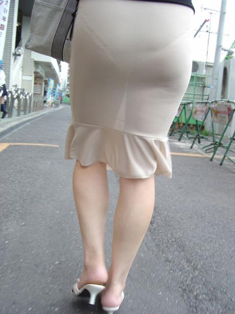 誘惑OLのスリットがエグいタイトスカートエロ画像10枚目