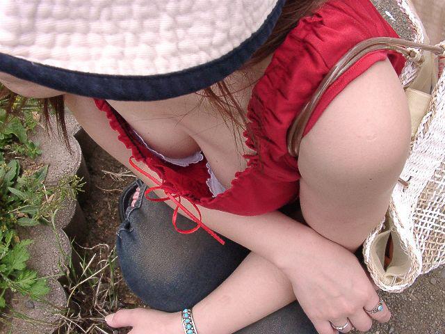 綺麗なOLお姉さんの魅惑の <br> 胸チラ私服盗撮エロ画像9枚目