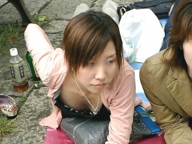 綺麗なOLお姉さんの魅惑の <br> 胸チラ私服盗撮エロ画像11枚目