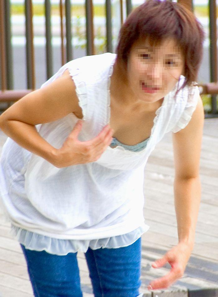 綺麗なOLお姉さんの魅惑の <br> 胸チラ私服盗撮エロ画像14枚目