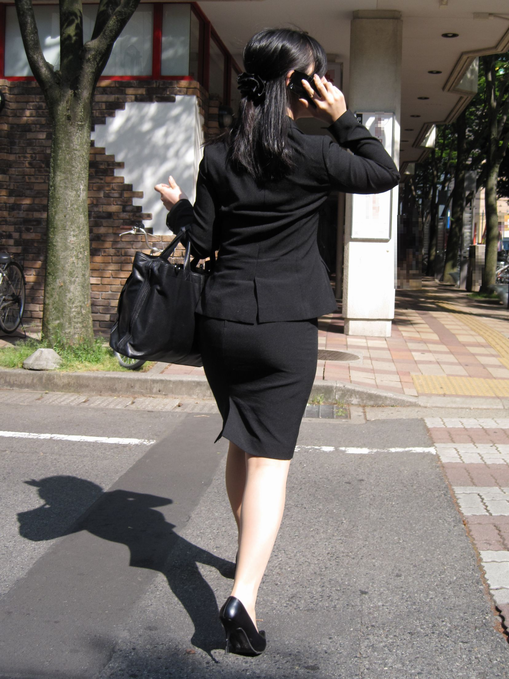 就活OLが面接へと急ぐタイトスカート美尻エロ画像14枚目