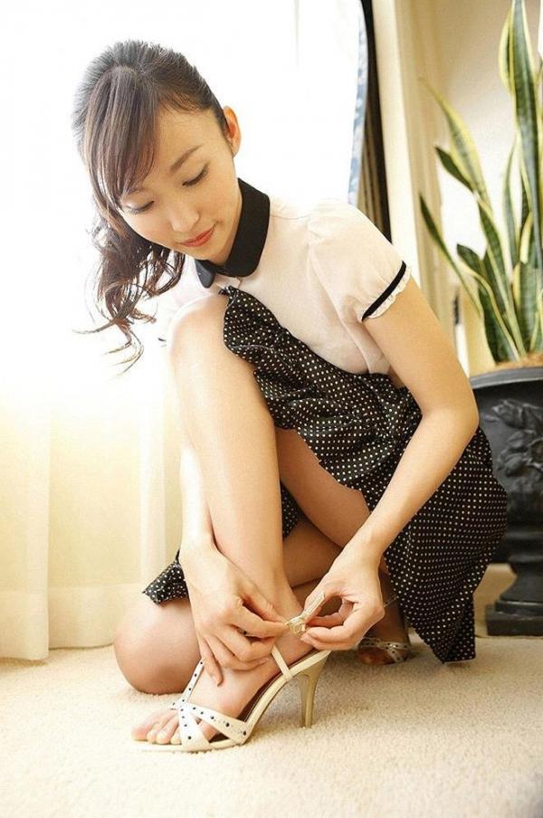 痴女OLの足裏ピンヒールの鋭い美脚誘惑エロ画像4枚目
