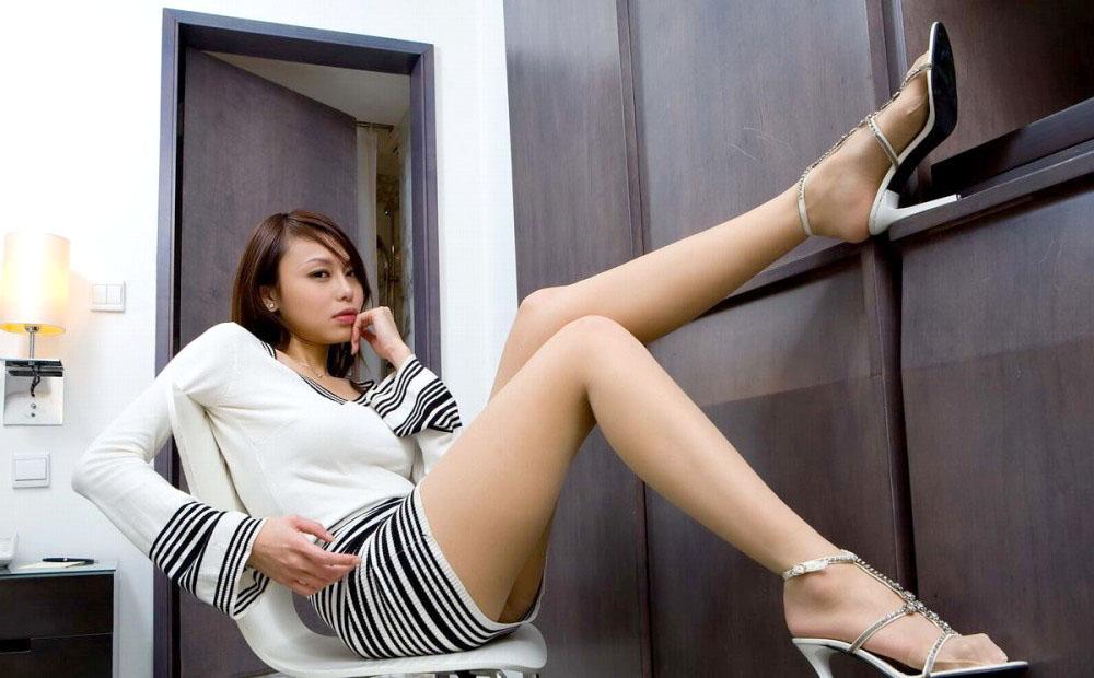 痴女OLの足裏ピンヒールの鋭い美脚誘惑エロ画像9枚目