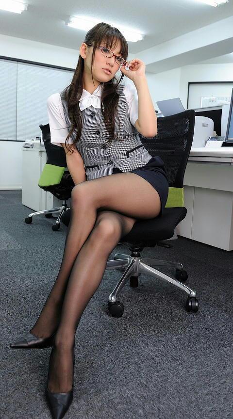 スーツOLの全身びしょ濡れタイトスカート透けエロ画像13枚目