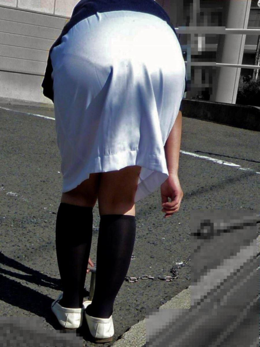 白衣ナースの透けてしまった水玉SEXY下着盗撮エロ画像10枚目