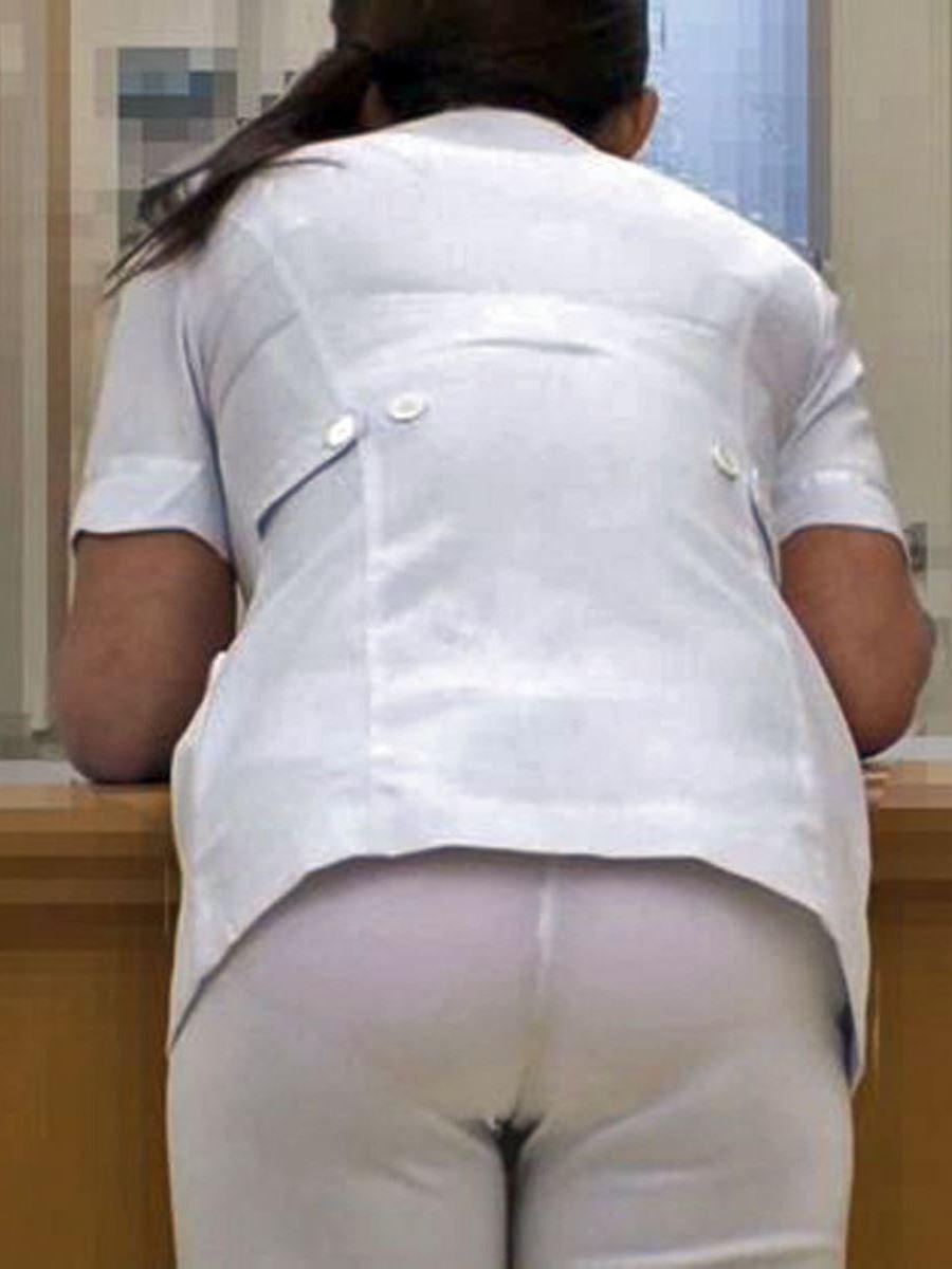 白衣ナースの透けてしまった水玉SEXY下着盗撮エロ画像14枚目