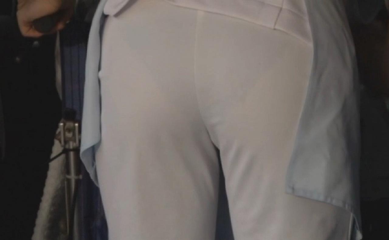 白衣ナースの下着が透けてる事に気づかないエロ画像7枚目