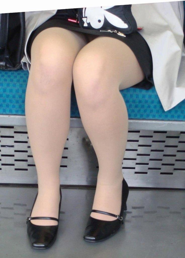 就活OLの不安な表情で魅せるタイトスカートエロ画像15枚目