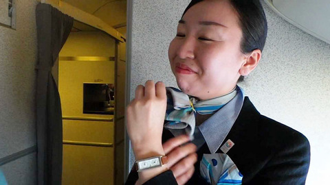 フライト中の無防備な素人CAの三角デルタ盗撮エロ画像11枚目