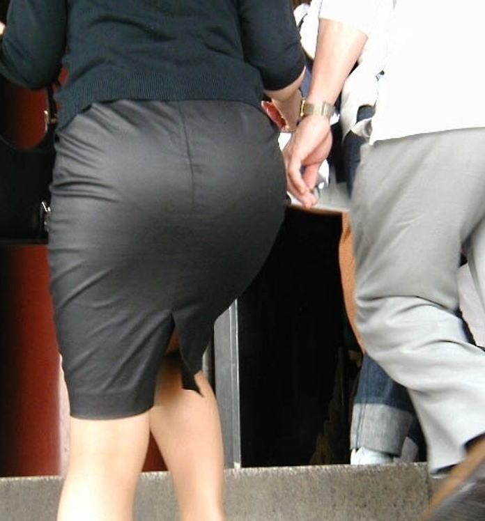 美尻OLのタイトスカートと巨乳にも目がいくエロ画像7枚目
