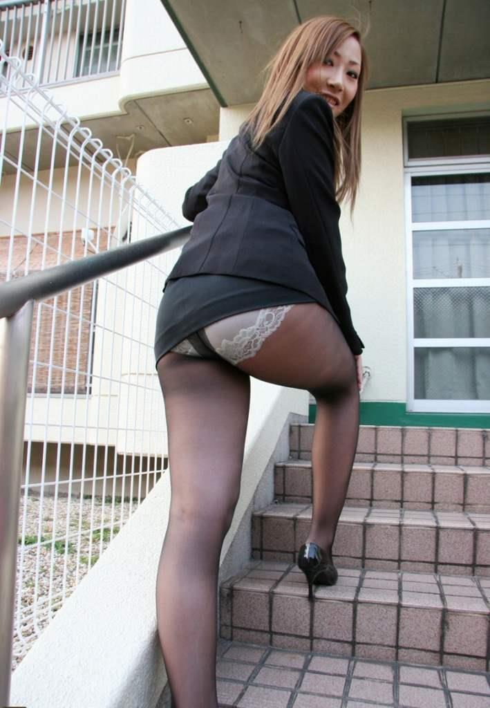 美尻OLのタイトスカートと巨乳にも目がいくエロ画像11枚目