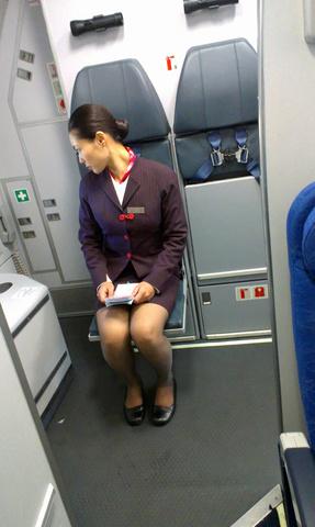 大胆な接客の外国人CAのお接待パンスト魅惑エロ画像11枚目