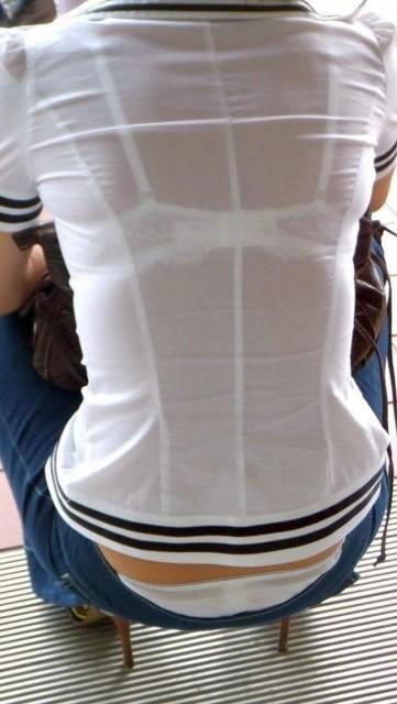 ビッチOLが夏だからと透けブラジャーで誘惑のエロ画像4枚目