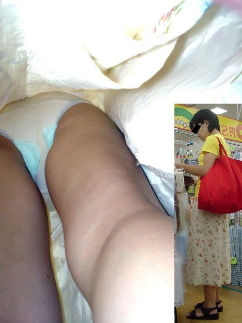 ビッチOLのタイトスカート逆さTバック露出盗撮エロ画像13枚目
