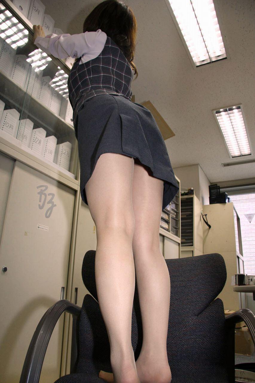 美脚OLのピンクタイトスカートの魅惑パンストエロ画像3枚目