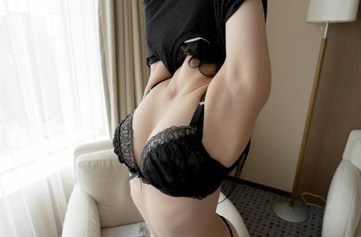 お局OLの熟れた人妻巨乳のブラジャーブラウスエロ画像5枚目