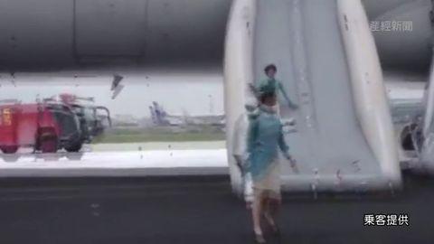 国際線の素人CAと密室空間でハメ撮りした流出エロ画像15枚目