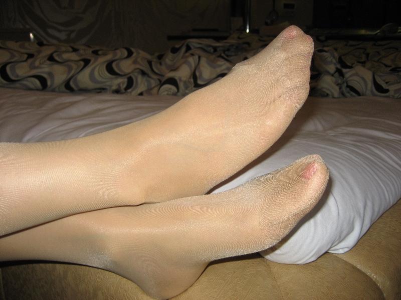 素人美脚OLの透け黒パンストのつま先と足裏エロ画像5枚目