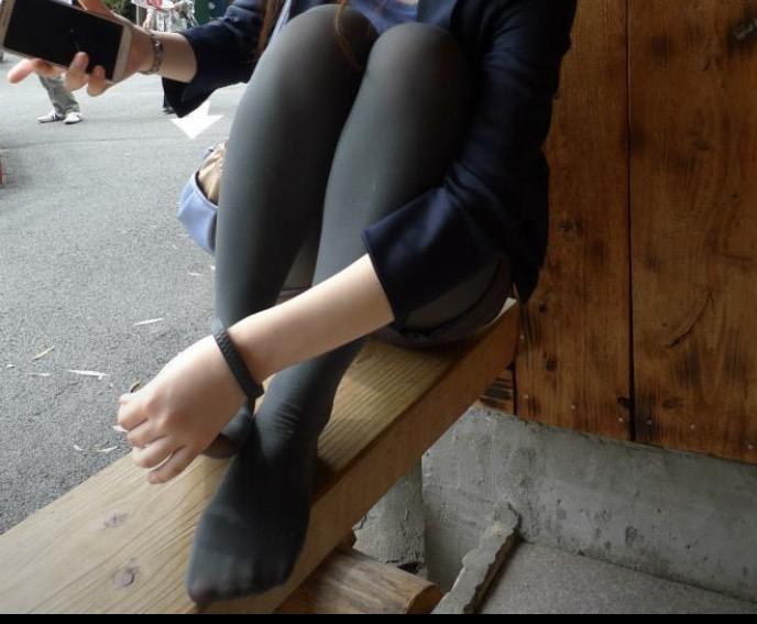 素人美脚OLの透け黒パンストのつま先と足裏エロ画像11枚目