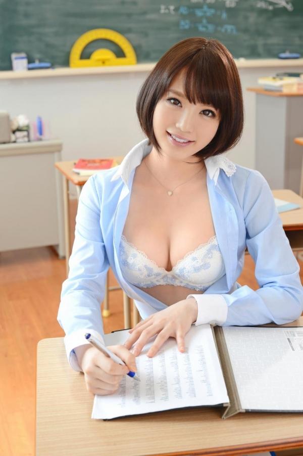淫乱女教師が童貞を喰いたくて露出誘惑のエロ画像5枚目