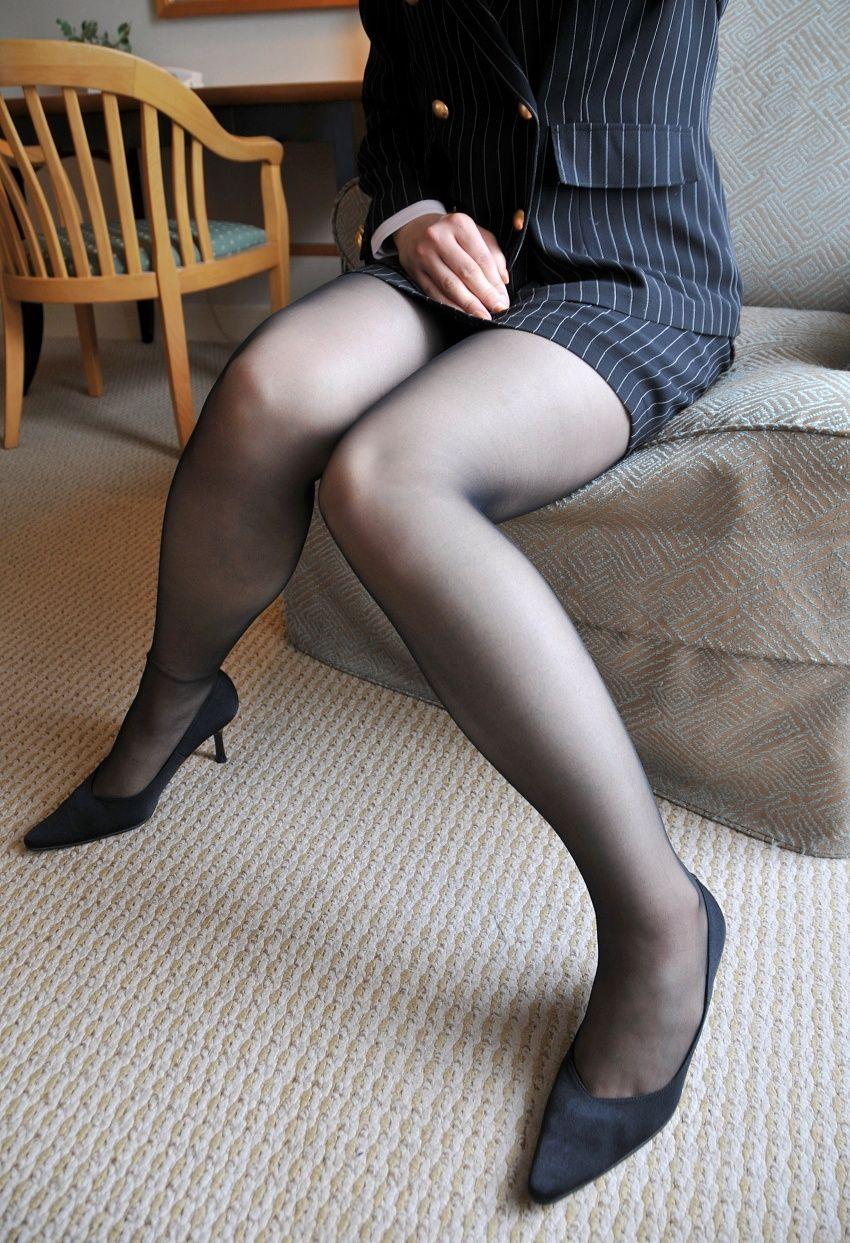 脚長美人OLの透け感が高い美脚パンストのエロ画像9枚目