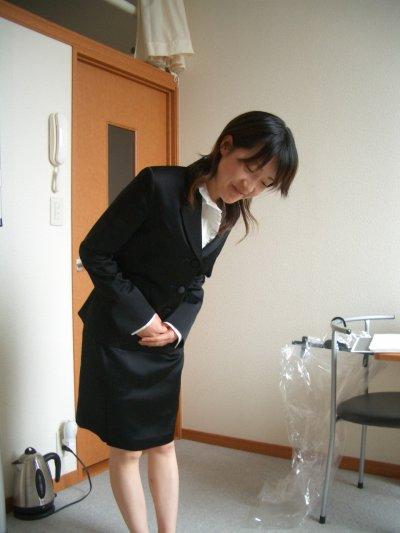 就活中のOLが面接の練習で身体を求められたエロ画像1枚目