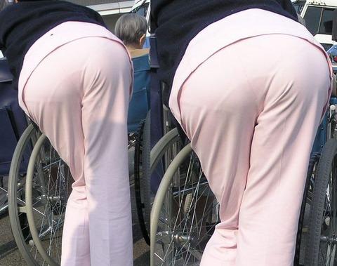 買い出し中の白衣ナースの透けピンク下着エロ画像7枚目