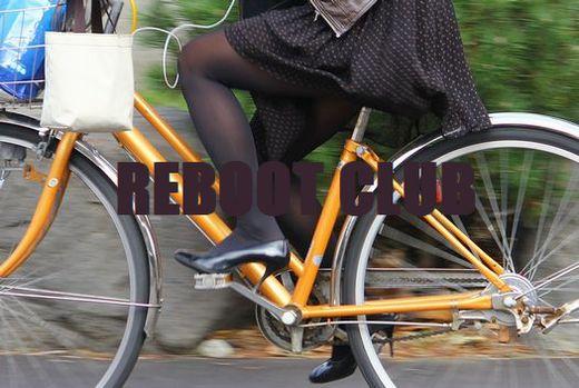 美脚OLの網タイツ自転車の三角パンチラ盗撮エロ画像5枚目