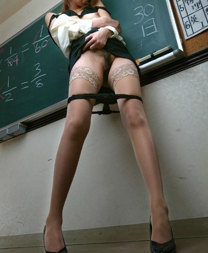 巨乳女教師のブラウス谷間に釘付け童貞生徒エロ画像14枚目