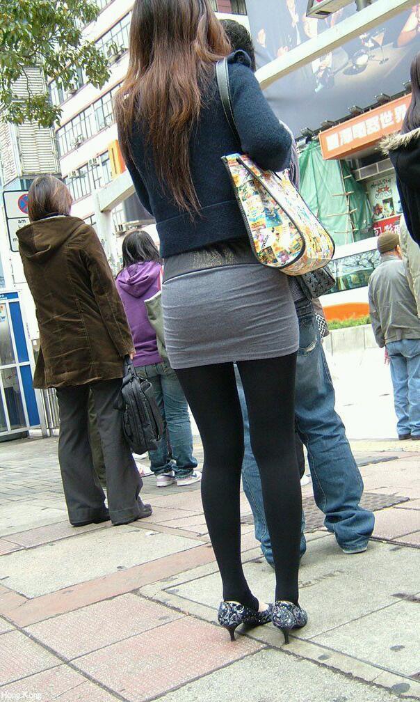 キラキラ系OLの太ももと足裏の美脚パンストエロ画像4枚目