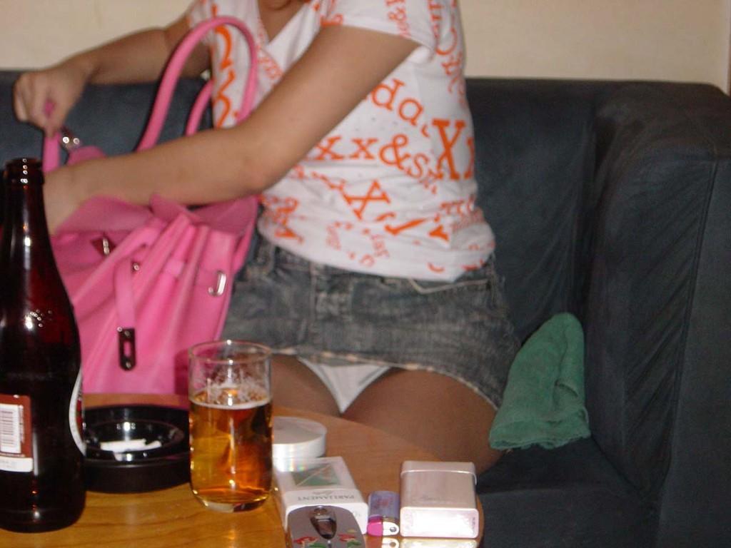 私服OLが飲み会でパンチラした三角露出盗撮エロ画像7枚目