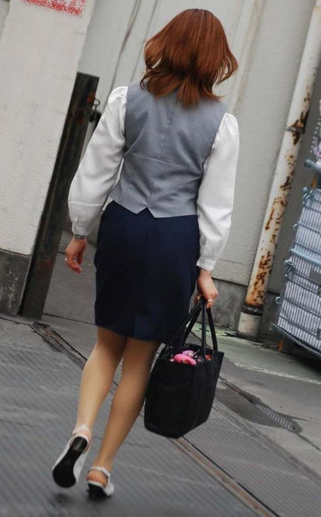 淫らなOLカップルのタイトスカートを盗撮のエロ画像10枚目