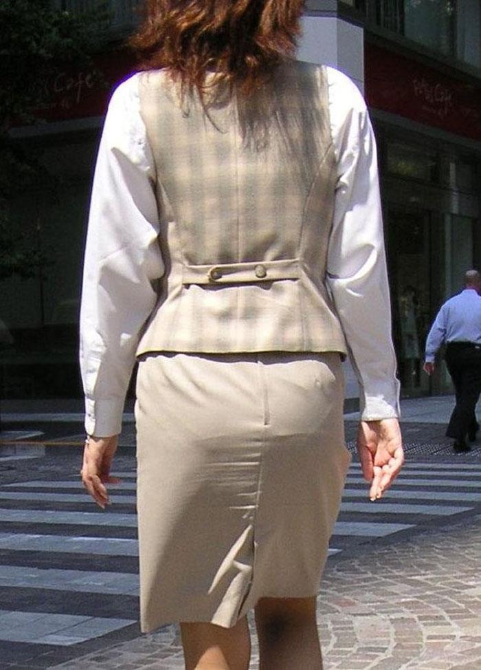 淫らなOLカップルのタイトスカートを盗撮のエロ画像12枚目