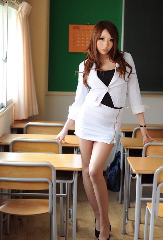 淫乱女教師がノーブラ乳で童貞生徒を誘惑のエロ画像4枚目