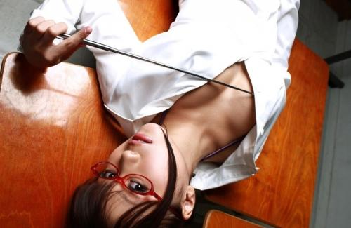 ノーブラ魔乳の女教師が童貞生徒を誘惑するエロ画像15枚目