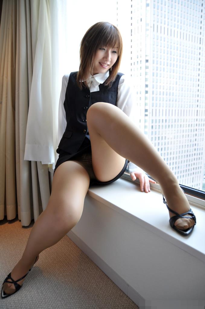 淫乱なOL達のタイトスカートが似合う魅惑エロ画像6枚目