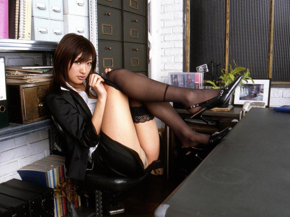 美脚OLの開脚や脚とじなど色々なタイトスカートエロ画像16枚目