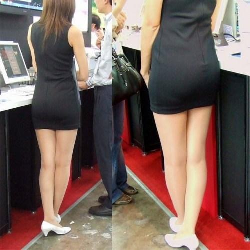 街で盗撮されたタイトスカートのOL達のエロ画像5枚目