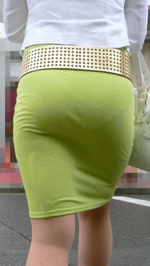 街で盗撮されたタイトスカートのOL達のエロ画像12枚目