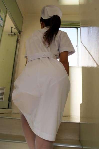 白衣ナースの透けてしまった下着と巨尻の盗撮エロ画像15枚目