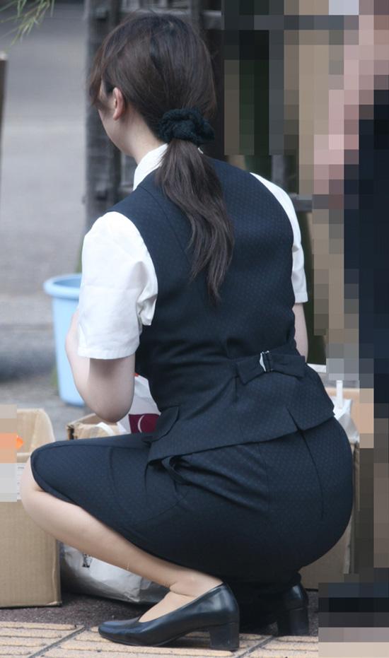 淫乱な美脚パンストOLが上司を誘惑するエロ画像7枚目