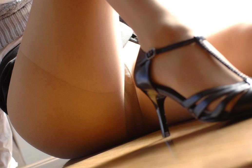 ビッチOLの美脚とハイヒールの組み合わせの誘惑エロ画像13枚目