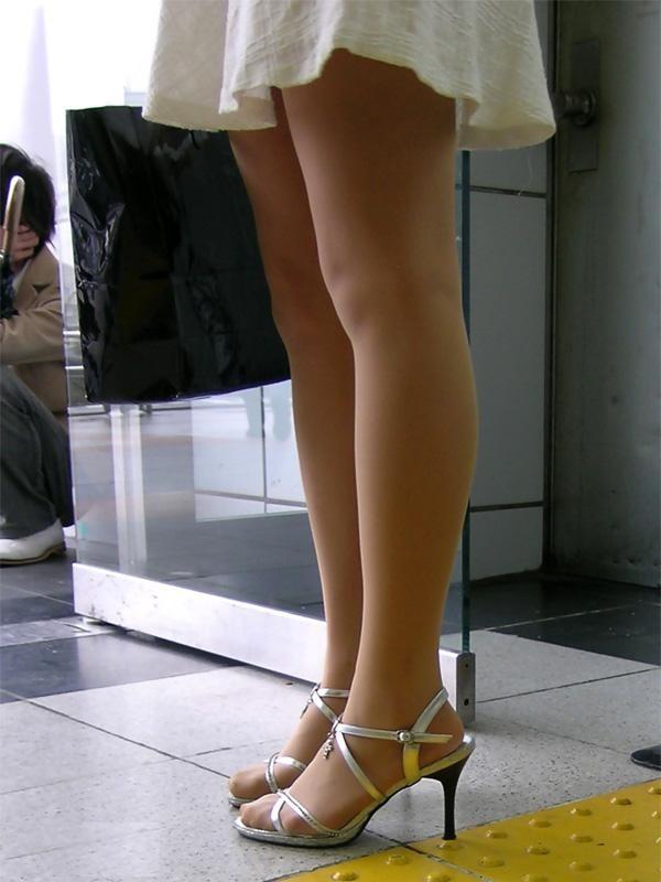 ビッチOLの美脚とハイヒールの組み合わせの誘惑エロ画像14枚目