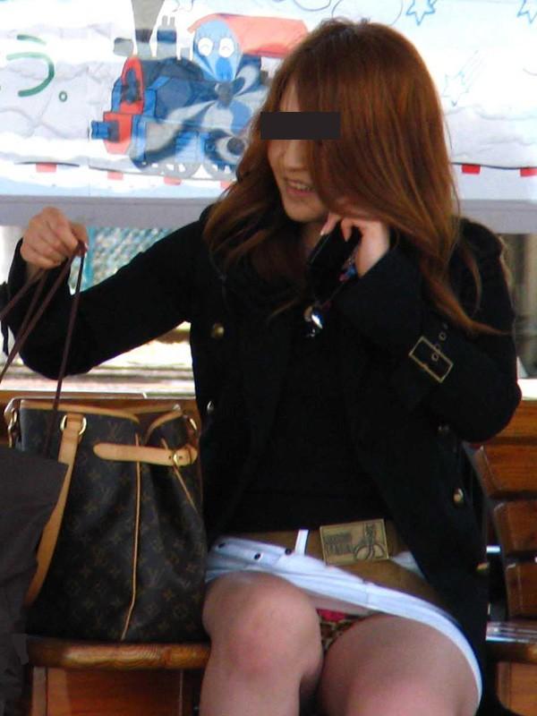 私服OLのタイトスカートの三角パンモロ盗撮エロ画像10枚目